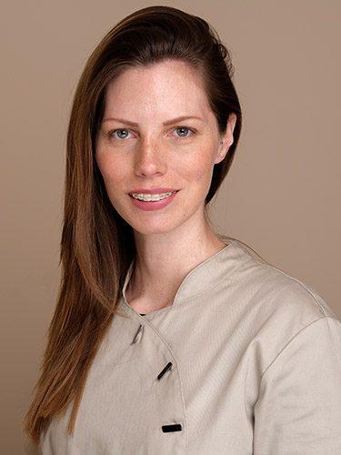 Melanie arbeitet als Zahnmedizinische Verwaltungsassistentin bei den Zahnärzten im Schloss Berlin Steglitz.
