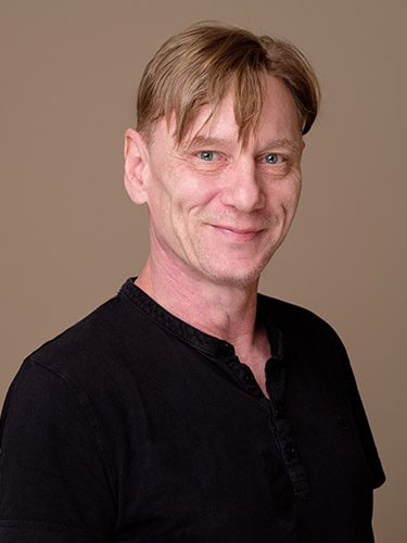 Frank Helfer ist Zahntechniker beim Dentallabor dent-a-pur, dem Labor der Zahnärzte im Schloss Berlin Steglitz.
