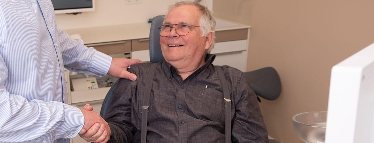Die zahnmedizinische Praxis von Zahnarzt Jürgen Hellmer, Zahnärzte im Schloss Berlin Steglitz, ist auf Angstpatienten spezialisiert und verhilft ihnen wieder zu gesunden und schönen Zähnen.
