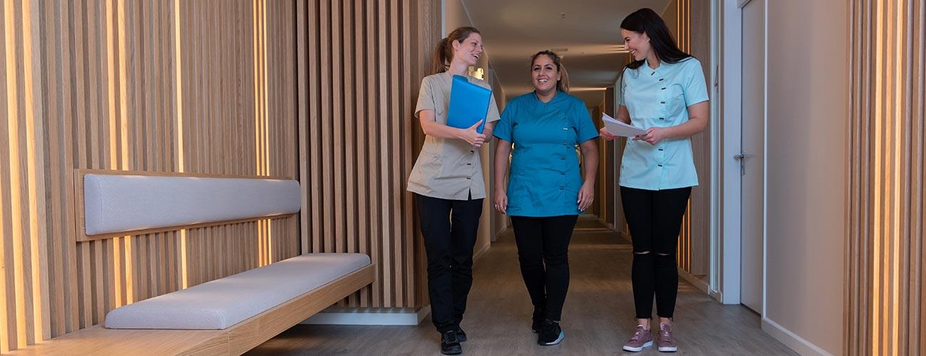 Das kompetente Team um die Zahnärzte im Schloss Berlin Steglitz klärt Patienten zum Thema Mundgeruch auf.