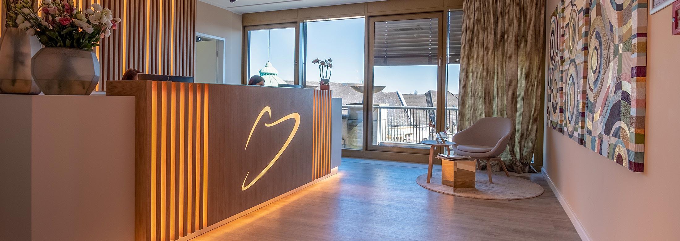 zahnarzt implantologe in berlin steglitz zahn rzte im. Black Bedroom Furniture Sets. Home Design Ideas
